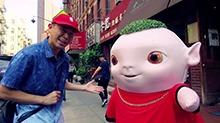 """《捉妖记2》欧阳靖变身""""嘻哈导游""""携胡巴玩转纽约"""