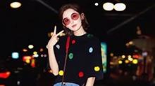 <B>娜扎</B>去米兰看秀着装优雅时尚 被毛球包围尽显俏皮甜美