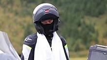 <B>胡歌</B>庆生骑行路线遭曝光 沿路遭人围观摩托车被拖走