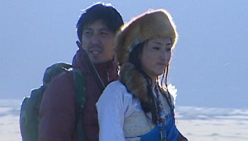 藏族少女赶跑狼群搭救王一明