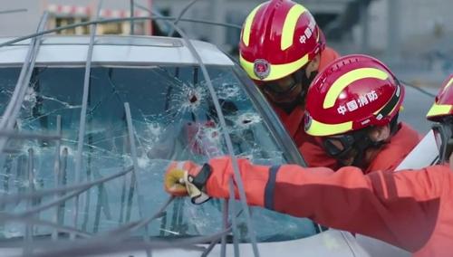 《特勤精英》第10集看点:车祸救援现场突发大火