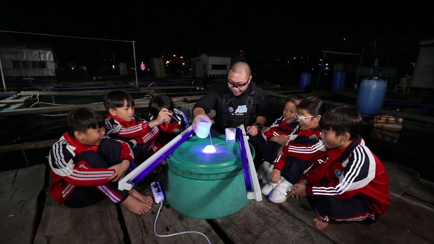 紫光灯照射的气泡水会变色吗?