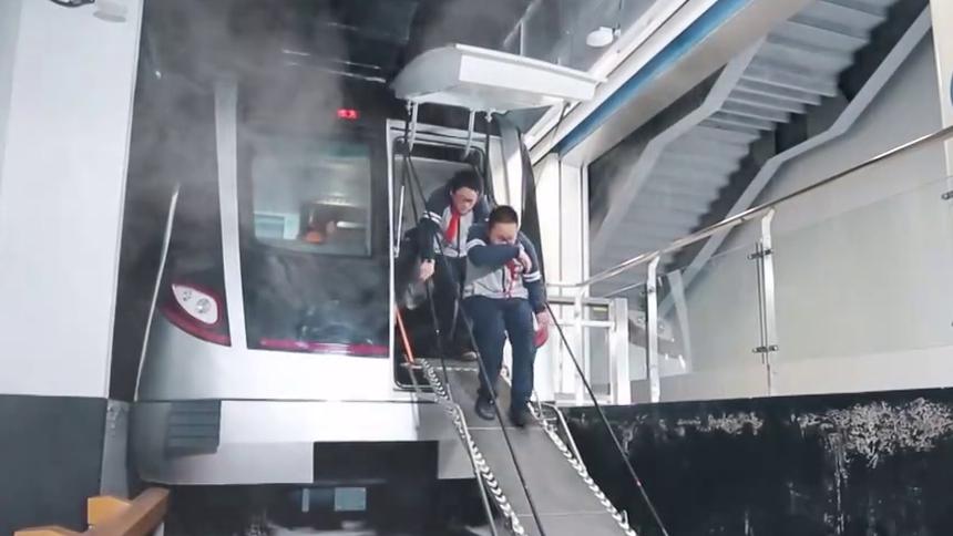 乘坐地铁时发生火灾怎么办?